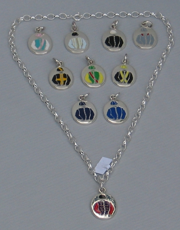 "18"" Solid Silver Necklace With The Queen Charm"
